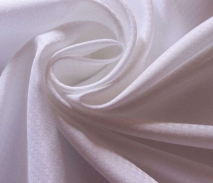 Polyester Mikrofaser Stoff Peach Fertige weiße Farbe 80 gsm